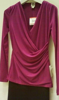 Best Tunics for Women Over 50 I like the color and style, not crazy about the deep plunge. Source by fashion over 50 Funky Fashion, 50 Fashion, Fashion Outfits, Fashion Vintage, Cheap Fashion, Ladies Fashion, Fashion Brands, Older Women Fashion, Fashion For Women Over 40