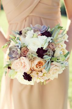 Natural spring bouquet.  Sarah Kate Photographer http://sarahkatephoto.com/blog.  #natural #bouquet #wedding #ido