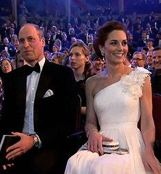 The Duke and Duchess of Cambridge attending the British Academy Film Awards held at the Royal Albert Hall. Kate Middleton Outfits, Princess Kate Middleton, Kate Middleton Prince William, Prince William And Catherine, Kate Middleton Style, William Kate, Princesa Kate, Duke And Duchess, Duchess Of Cambridge
