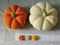 Crocheted Pumpkins--Put faces on them for Halloween c: