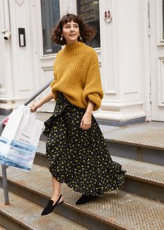 In The City: & Other Stories Spotlights NYC Styles & Other Stories Chunky Knit Sweater, Ruffle Wrap Maxi Skirt and Pointed Slingback Flats Mode Outfits, Skirt Outfits, Fall Outfits, Fashion Outfits, City Outfits, Fashion Shoot, Skirt Fashion, Nyc Fashion, Look Fashion