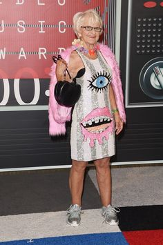 VMA red carpet. Its her style and Im in love with the risk. Love! Love! Love!