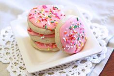 Sarah Bakes Gluten Free Treats: gluten free vegan soft frosted sugar cookies. PINK COOKIES!!!!!!!!! 0_o