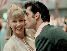 John Travolta and Olivia Newton John Geena Davis, Bette Davis, 90s Movies, Good Movies, John Travolta Films, Grease Party, Grease Is The Word, Grease Live, Actor John
