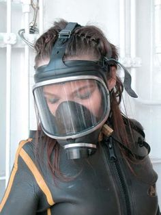 Scuba Diving Pictures, Gas Mask Girl, Gas Masks, Respirator Mask, Cute Girls, Latex, Community, Surfers, Female