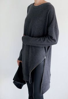 Minimal + Chic love the sweater simple style Style Outfits, Mode Outfits, Mode Style, Style Me, Street Look, Street Style, Look Fashion, Womens Fashion, Fashion Trends