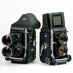 Toss This In Your Trunk To Literally Save Your Camera Gear! Kodak Camera, Retro Camera, Movie Camera, Old Cameras, Vintage Cameras, Camera Deals, Classic Camera, Camera Equipment, Camera Hacks
