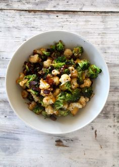 Roasted cauliflower and broccoli with bacon and balsamico Roasted Cauliflower, Potato Recipes, Broccoli, Bacon, Dinner Recipes, Good Food, Food And Drink, Potatoes, Vegetables