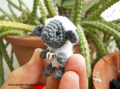 Mini Schafe mit Rassel - winzige Mini Amigurumi Häkeln Miniatur-Schaf…