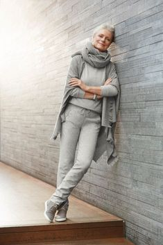 Stylish Casual Chic Outfit for Women Over 40 18 Over 60 Fashion, Over 50 Womens Fashion, Fashion Mode, Fashion Over 50, Woman Fashion, Ladies Fashion, Mature Fashion, Older Women Fashion, Feminine Fashion
