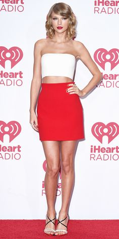 Taylor Swift at the iHeart Radio Music Festival in a white silk strapless top and red silk mini skirt, both by Calvin Klein Collection, complete with two-toned strappy sandals and a bold red lip. Estilo Taylor Swift, Selena And Taylor, Taylor Swift Style, Taylor Alison Swift, Celebrity Dresses, Celebrity Style, Music Festival Fashion, Fashion Music, Festival Outfits