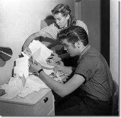 ♡♥Elvis reads fan mail with Judy Spreckels who he dated in April and May in 1956 in Las Vegas♥♡