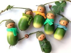 Learn how to make these sweet acorn people atVlijtig. You can use them later for tree ornaments or to decorate packages.