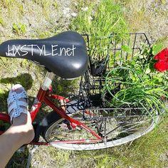 KESÄ...Terveellinen ELÄMÄNTAPA, Ulkoilu&Liikunta....PYÖRÄILY. Ihanaa...Vapaus ja Voi katsella ja Nauttia Matkasta&Ympäristöstä  kun pääsee Pyöräilemään minne haluaa... AINA Mielenkiintoiset Puutarhamyymälästä, löytyy Kukkien ja kasvien lisäksi myös, Mausteita ja Yrttejä...Nam, Herkullista ja Terveellistä. SUOSITTELEN. Vanha pyörä, mutta rullaa huvin. TYKKÄÄN&Nautin. Nähdään...HYMY #blogi #elämäntapa #terveys #liikunta #kesä #pyöräily #tykkään #suosittelen #puutarhamyymälät #puutarha#parveke…