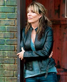 Make your own DIY home made Gemma Teller Costume from Sons of Anarchy. How to Dress like Gemma Teller Morrow from Sons of Anarchy Gemma Teller Morrow, Gemma Teller Hair, Gemma Teller Style, Sons Of Anarchy Gemma, Sons Of Anarchy Samcro, Moda Rock, Katey Sagal, Vintage Style Dresses, Celebs