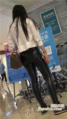 4K 白衬衫紧身皮裤美眉三角区很鼓 街拍小站 Leather Tights, Leather Skirt, Maria Sharapova Hot, Shiny Leggings, Lederhosen, Leggings Fashion, Asian Girl, Female, Womens Fashion