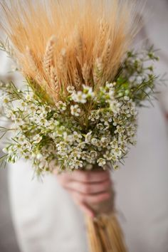 Wheat & Waxflower for the ladies. I would love to see the wheat and waxflower mixed in together more and not so segregated.