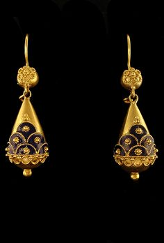 south india gold filigreed earrings worn by the islamic