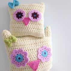sweet_sharna crochet owl pillows ༺✿ƬⱤღ https://www.pinterest.com/teretegui/✿༻