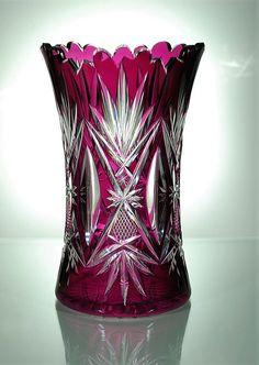 Val St Lambert Vase à Céleri - Cristal clair doublé Violet-Évêque 'taille riche' - des palmettes, des mandorles et des facettes taillées 'grains de sable' - Catalogue 1908 modèle nr 1.
