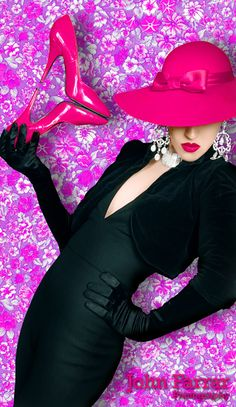 Le Chapeau Got the look! Basic Black with Hot Pink Accessories Pink Love, Pretty In Pink, Hot Pink, Pink Black, Perfect Pink, Photo Portrait, High Fashion, Womens Fashion, Fashion Fashion