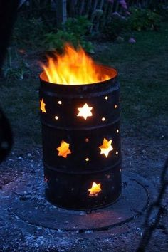 A burn barrel is commonly used to burn garbage while some have been turned into attractive fire pits. Here are unique designs for your own burn barrel. Barrel Fire Pit, Burn Barrel, Oil Barrel, Metal Barrel, Barrel Stove, Barrel Projects, 55 Gallon Drum, Diy Fire Pit, Fire Pits