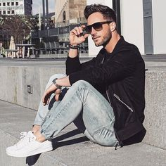 Grey Jeans, T Shirt And Jeans, Men Looks, Stylish Men, Men Casual, Street Style Vintage, Mode Man, Hommes Sexy, Black Bomber Jacket