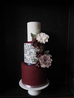 Dramatic burgundy - cake by Pittie Pastry - Michelle Claire Pittie Burgundy Wedding Cake, Floral Wedding Cakes, Elegant Wedding Cakes, Wedding Cake Designs, Gorgeous Cakes, Pretty Cakes, Amazing Cakes, Art Party Cakes, Cake Art