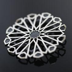 Marokańska geometria - ażurowa broszka ze srebra / Sztuk Kilka / Biżuteria / Broszki srebrna broszka, ażurowa broszka, geometryczna broszka ze srebra, marokański wzór, elegancka broszka ze srebra, duża broszka, srebrna geometryczna broszka, ażurowa broszka ze srebra, broszka, srebro