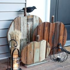 An easy tutorial to make wood pumpkins from reclaimed wood.