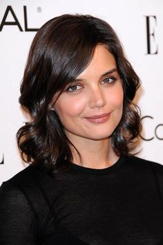 Katie Holmes often sports a short, sassy cut that gives her extra volume, but in this case her curls are doing the heavy lifting. #finehair #hairtips