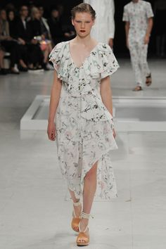 Chalayan Spring 2016 Ready-to-Wear Collection Photos - Vogue