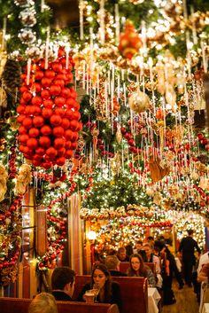 Christmas Tree Decoration Ideas in New York 2017 - Onechitecture New York City Christmas, Christmas Travel, Christmas In London, Christmas Markets Germany, Preppy Christmas, Christmas Tree Decorations, Christmas Lights, Xmas, Travel Tips