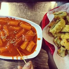 Spicy Rice Cakes/ Ddeokbokki (떡볶이)   15 Magical Korean Street Foods You Need To Try