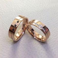 Modelo João Pessoa em ouro rosé com acréscimo de 3 diamantes negros na unidade masculina ❤️ #alianças #aliança #casamento #noivado