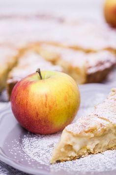 Apfelkuchen-mit-Mandel-Marzipan-Decke