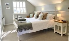 New England Style, England Fashion, Beach House, Luxury, Bed, Furniture, Home Decor, Beach Homes, Decoration Home
