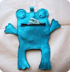 SALE was 27 USD Metallic Frog Leather Purse Wallet by maycily on Etsy, $20.00