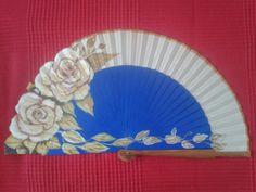 Abanico decorado a mano azul eléctrico y nude