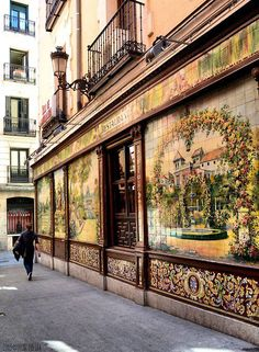 Madrid is the capital and largest city in Spain. The location and archives of Madrid makes it the main gateway and middle for financial and political comings and goings on the Iberian Peninsula. Villa Rosa, Places Around The World, Around The Worlds, Places To Travel, Places To Visit, Madrid Travel, Foto Madrid, Santa Ana, Belle Villa
