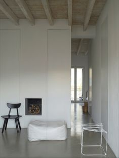 Apartment, located in the centre of Milan.  Images by Max Zambelli
