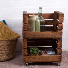 Shoe storage in entry way? Pallet Crates, Pallet Shelves, Wooden Pallets, Wooden Boxes, Diy Pallet Furniture, Diy Pallet Projects, Recycled Furniture, Singer Sewing Tables, Decor Crafts