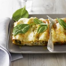 Cannelloni of spinach and ricotta. For lovers of real Italian pasta Cannelloni, How To Cook Brats, How To Cook Rice, Prep & Cook, No Cook Meals, Cooking Classes Nyc, Cooking Salmon, Cooking Ribs, Italian Pastries