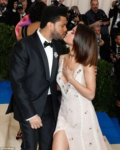 MET GALA 2017  Selena Gomez and The Weeknd gave their most glamorous public displa...