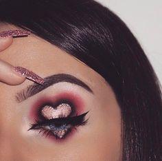 Whenever you do eye makeup, make your eyes look brighter. Your eye make-up must make your eyes stand out amongst the other functions of your face. Crazy Makeup, Cute Makeup, Glam Makeup, Skin Makeup, Beauty Makeup, Makeup Brushes, Makeup Tips, Makeup Tutorials, Gothic Makeup