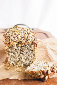 Chia-Eiweiß-Brot Gesundes Chia-Eiweißbrot Related posts: The nut bread – full of protein, few carbohydrates Protein bread with Skyr – Low Carb Best protein bread in the world Protein Bread Recipe – Super leckeres und einfaches kohlenhydratarmes Brot Protein Bread, Protein Foods, Protein Cake, Law Carb, Low Carb Recipes, Healthy Recipes, Healthy Snacks, Paleo Breakfast, Paleo Dessert