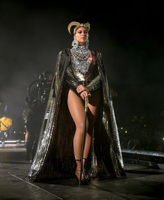Beyonce Knowles Photos - Beyonce Knowles performs onstage during 2018 Coachella Valley Music And Arts Festival Weekend 1 at the Empire Polo Field on April 2018 in Indio, California. - 2018 Coachella Valley Music And Arts Festival - Weekend 1 - Day 2 Beyonce 2013, Rihanna, Estilo Beyonce, Beyonce Coachella, Beyonce Knowles Carter, Beyonce And Jay Z, Beyonce Style, Beyonce Pics, Beyonce Dancers