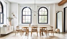 Loft style interior design does not stand still, it evolves with modern trends, increasingly incorporating elements of other styles. This loft in a ✌Pufikhomes - source of home inspiration York Apartment, Apartment Design, Elle Decor, Bureau Design, Modern Loft, Piece A Vivre, Arched Windows, Greenwich Village, Hollywood Hills