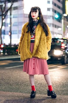 The Best Street Style From Tokyo Fashion Week Fall Will Tokyo street style ever lose its magic touch? Not likely, if the stylish locals captured around the city at Fashion Week have anything to say about it Asian Street Style, Tokyo Street Style, Japanese Street Fashion, Tokyo Fashion, Harajuku Fashion, Cool Street Fashion, Fashion News, Korean Fashion, Fashion Outfits