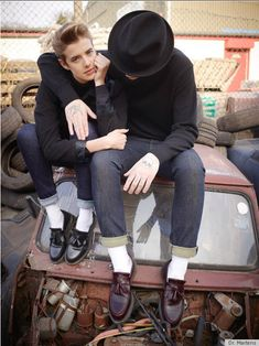 going gaga over the new doc martens campaign.agyness deyn looks beautifully androgynous as always! love the retro styling Fashion Moda, Boy Fashion, Mens Fashion, Japan Fashion, Dr. Martens, Dr Martens Boots, Doc Martens Loafers, Agnes Deyn, Scott Schuman